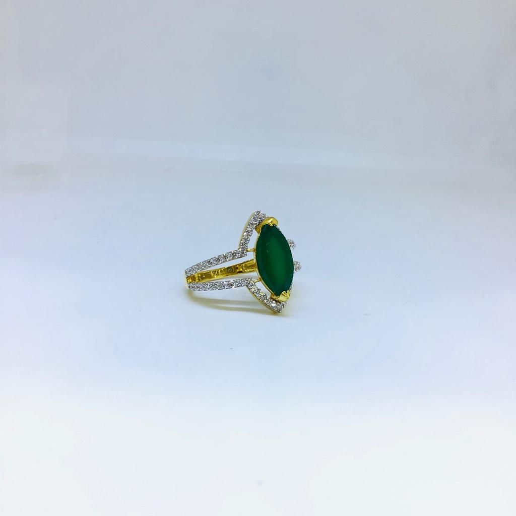DESIGNING FANCY GREEN STONE RING