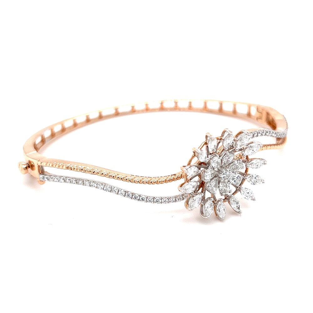 Novus Diamond Bracelet with a Flower Motif in Rose Gold
