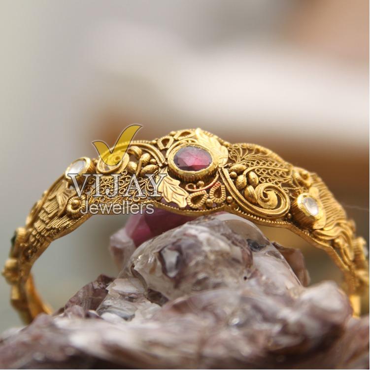 22KT Royal Red Diamond Bridal Kada
