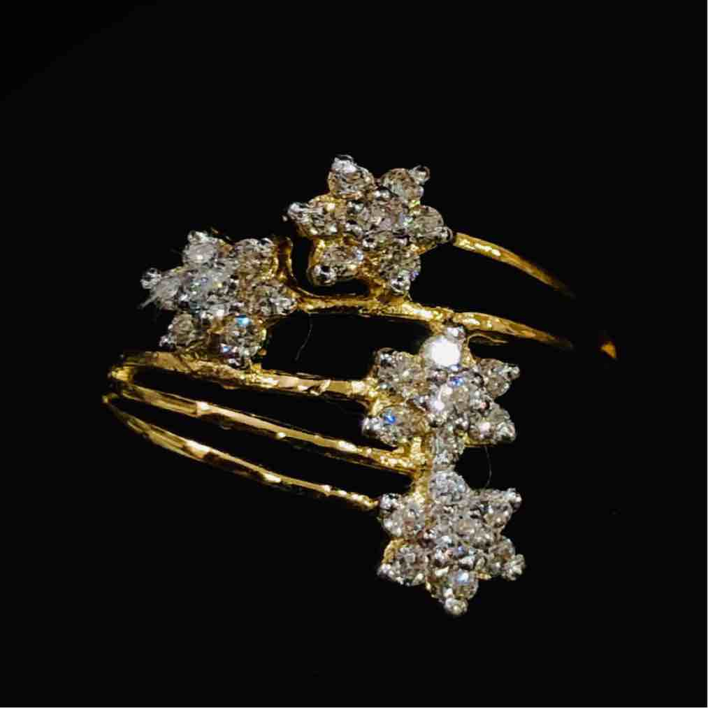 916 Gold Attractive Star Shape Ladies Ring