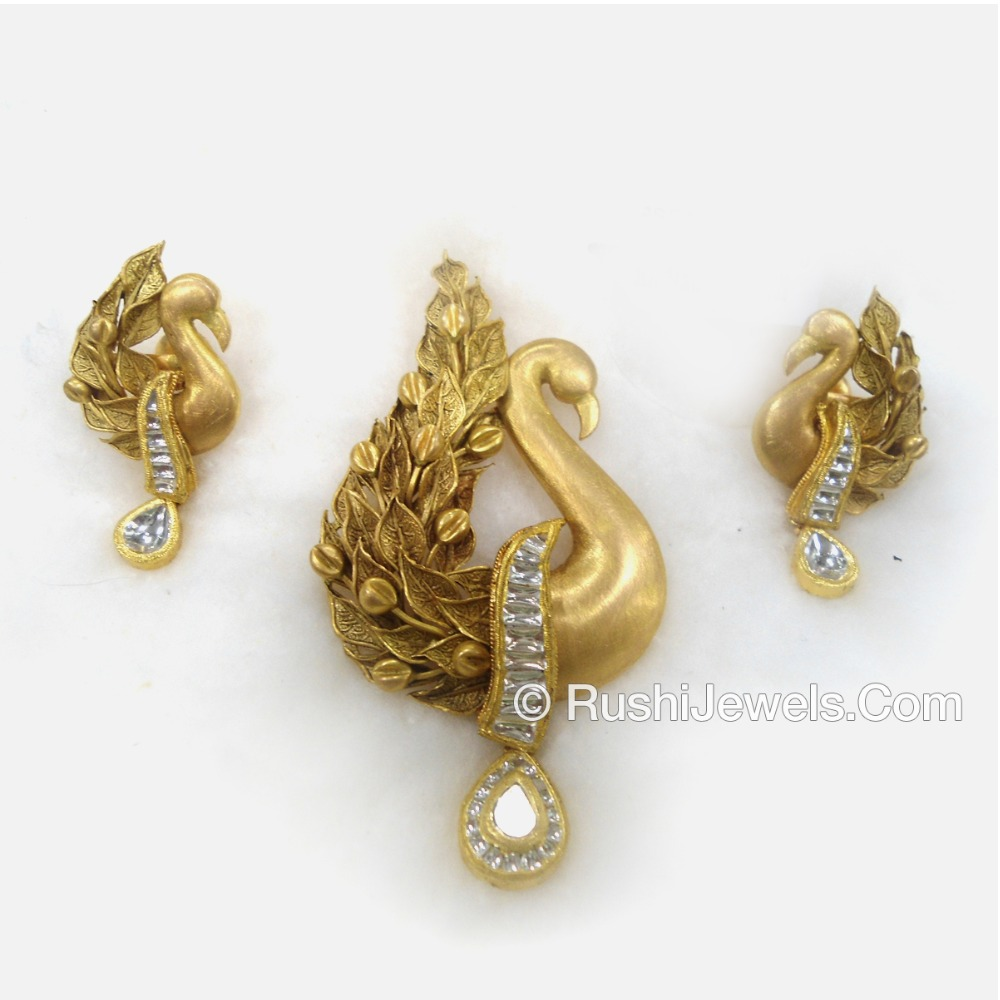 22kt Antique Gold Pendant Set Peacock Design