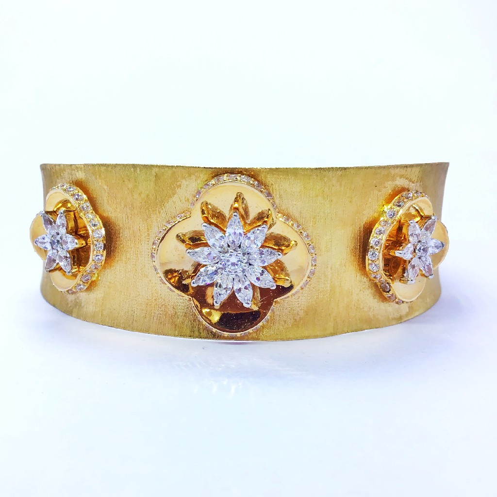 DESIGNED FANCY GOLD KADA BRACELET