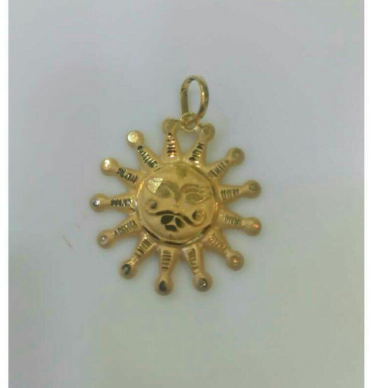 18K / 750 Gold God Sun attractive Pendant