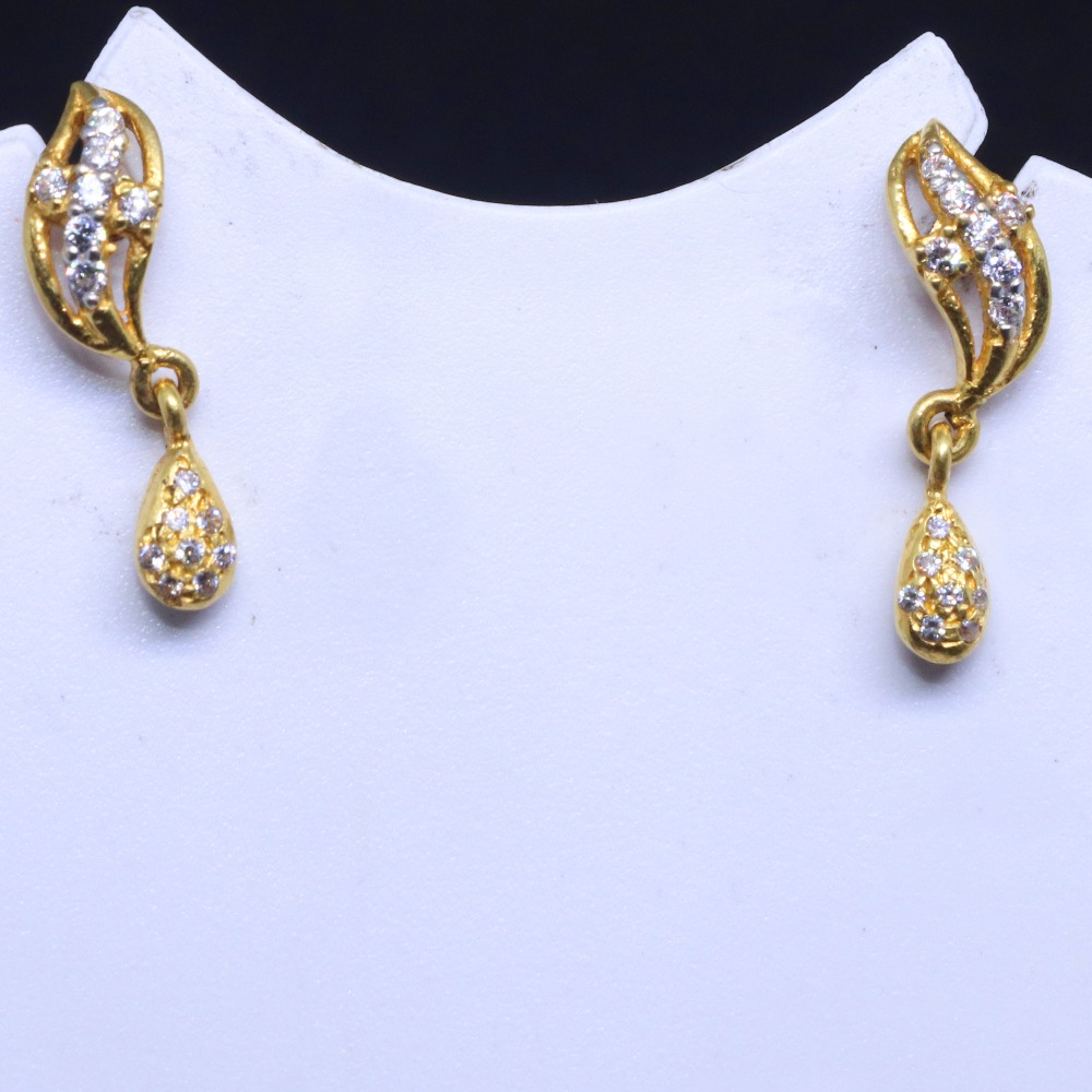 22KT / 916 Gold Fancy delicate casual ware earring for Ladies BTG0109