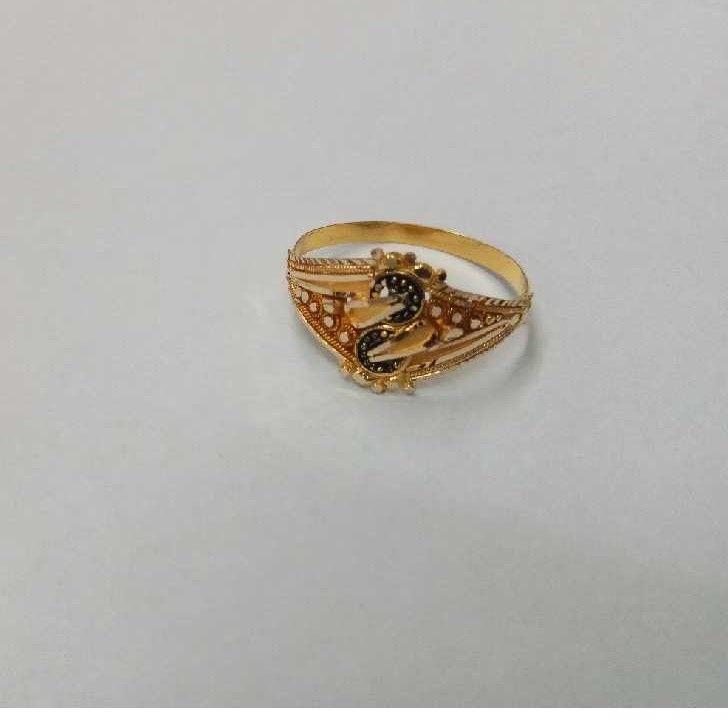 Modern 18KT Gold Ladies Ring
