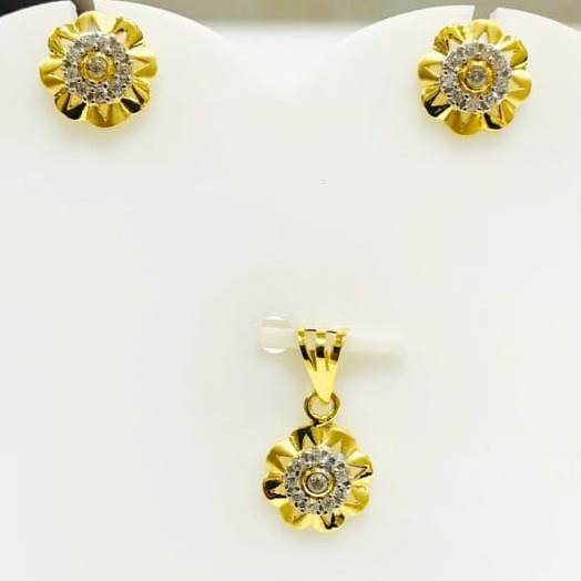 916 gold flower pendant set