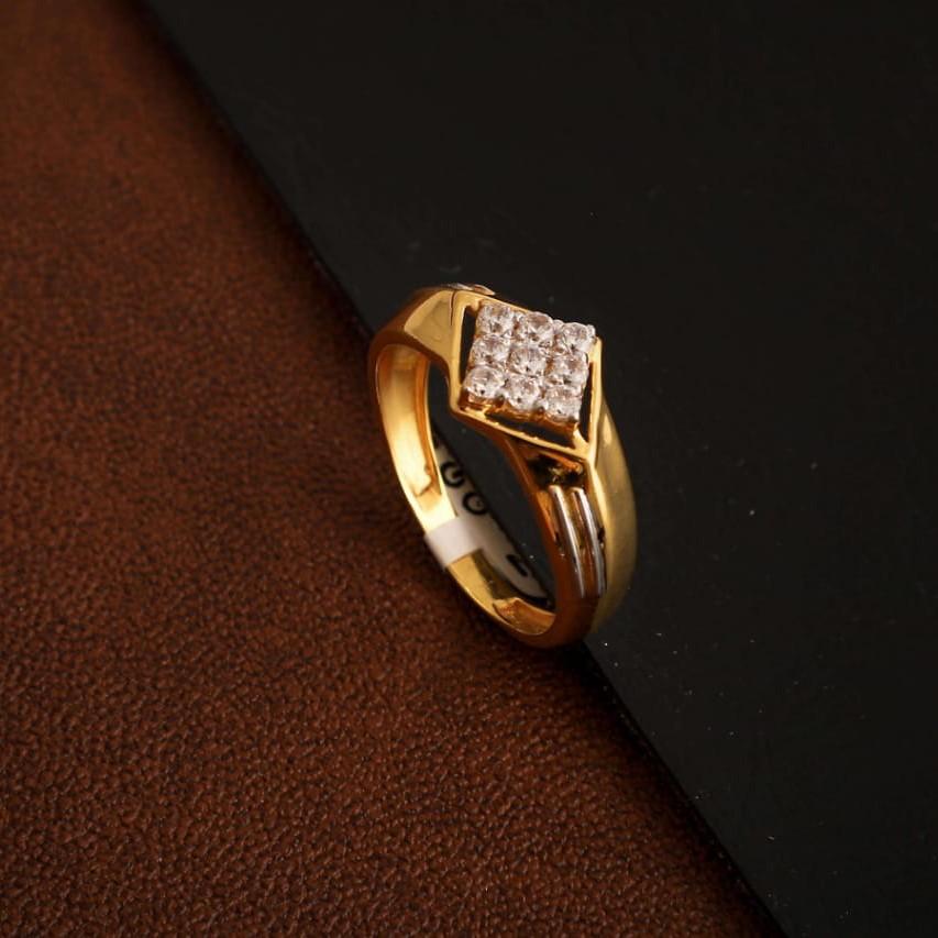 fancy Diamond siting Ring
