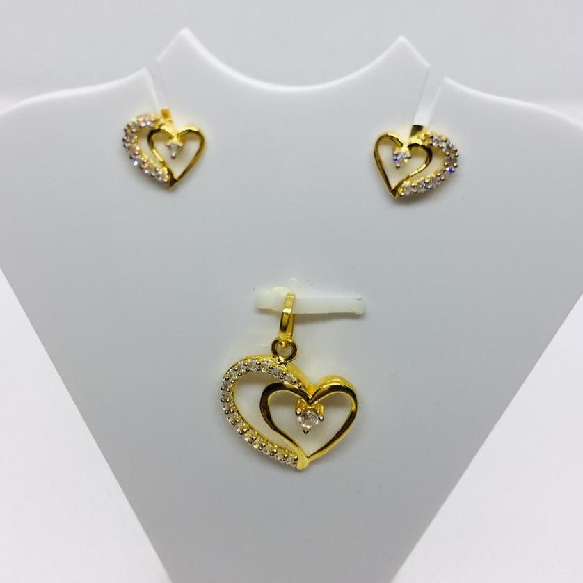GOLD PENDENT SET HEART SHAPE
