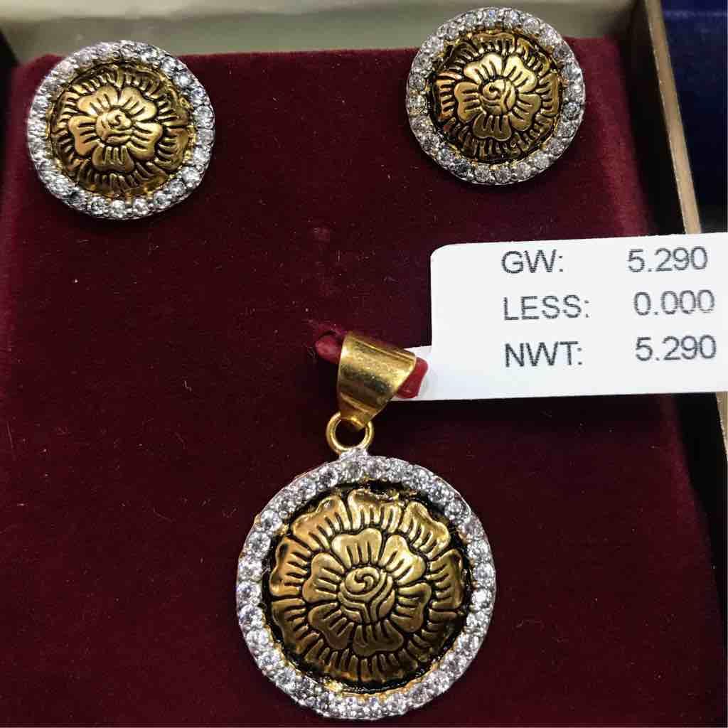 22 ct gold antique pendant set for Luxury