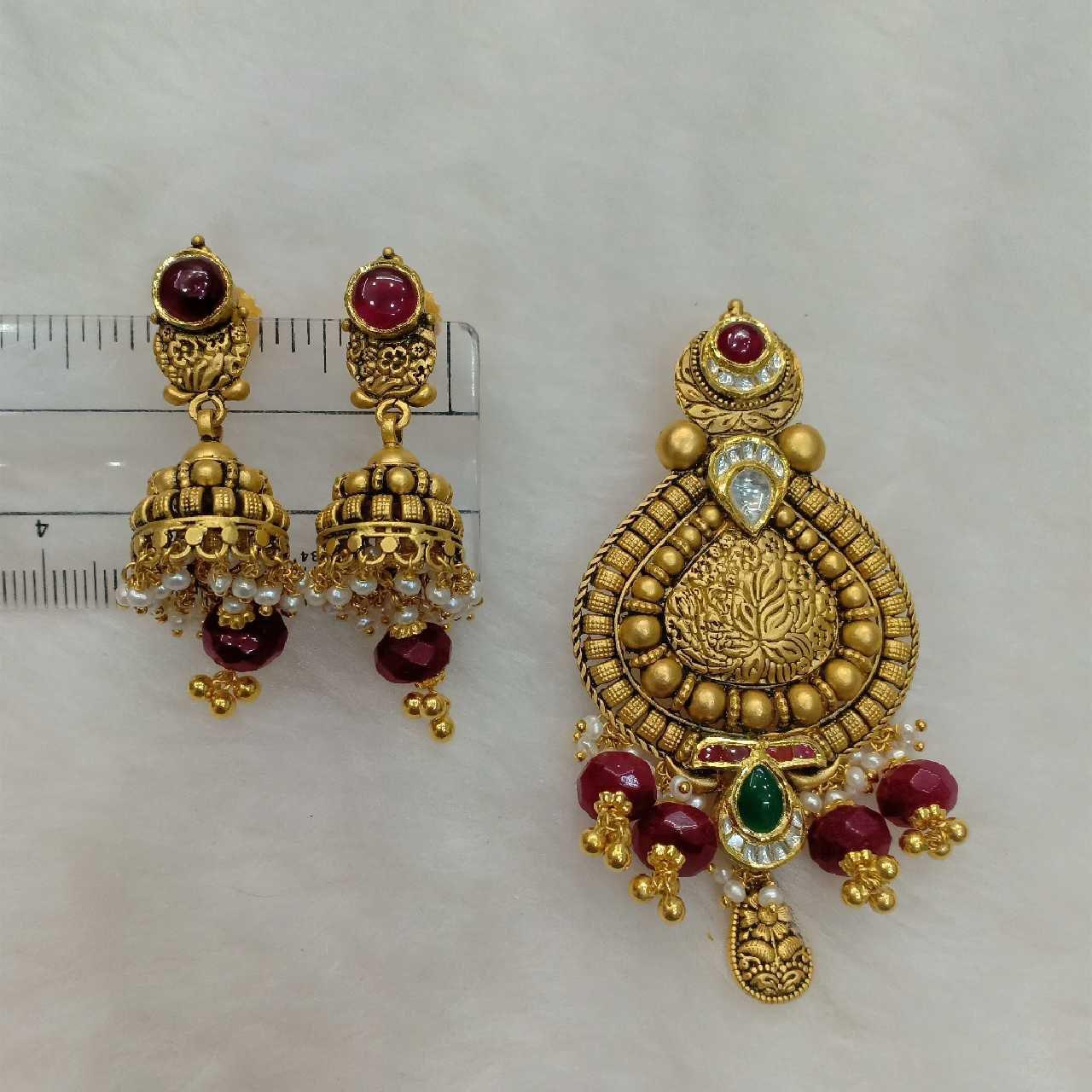 91.6 Antique Gold Jadtar Pendant Set Aps-002
