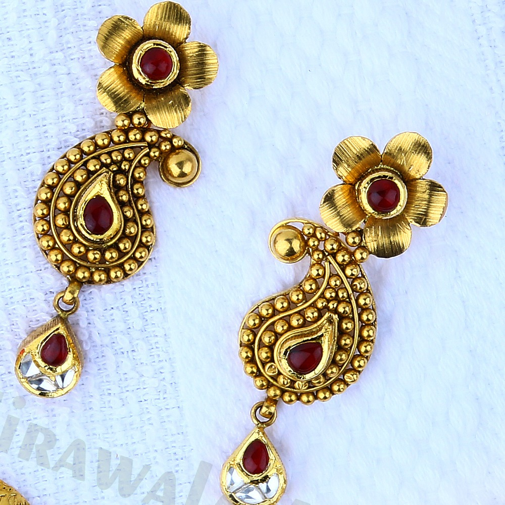 Antique Gold Jadau 916 Necklace Set With Red And White Jadai Work