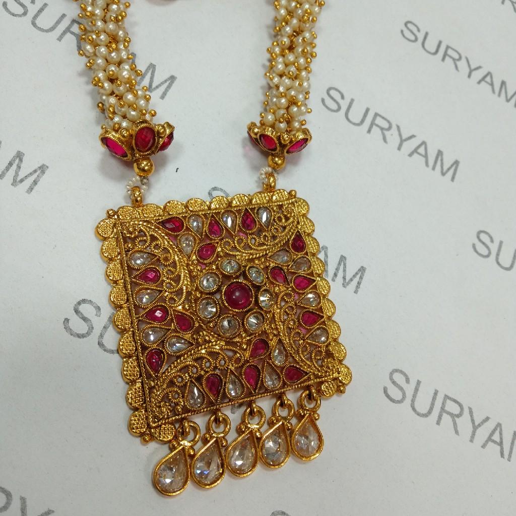 Antique pendant set with pearl mala