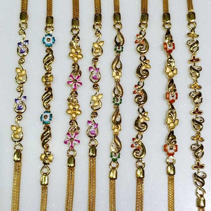 Ladies chain bracelet with enamel