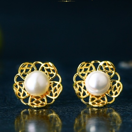 18K Gold Designer Pearl Tops