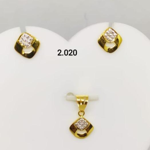 916 gold squre shape pendant set