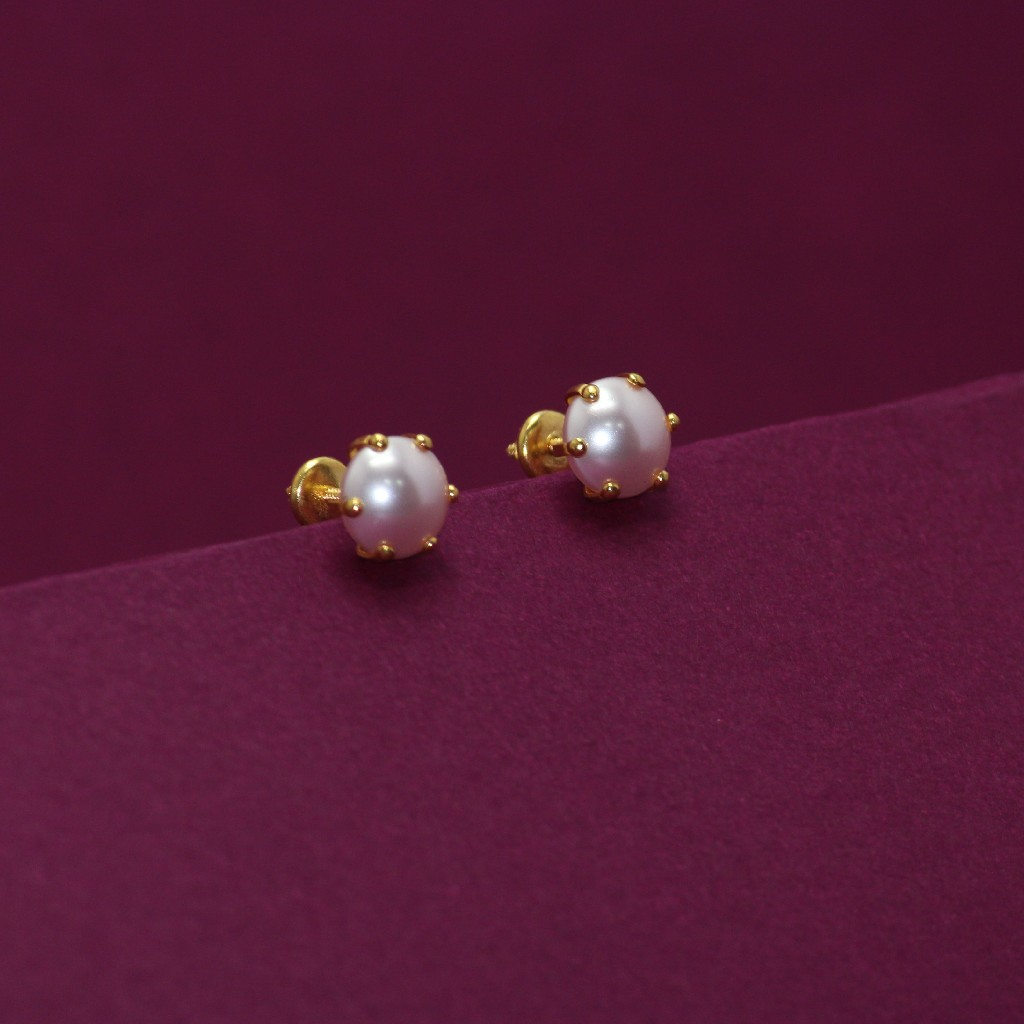 22KT Hallmarked Earring With Moti