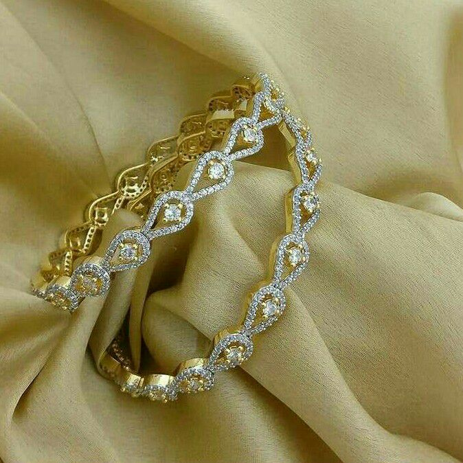 18KT Yellow Gold Antique Design Diamond Bangle