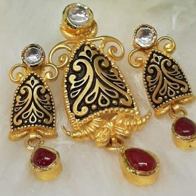 916 antique pendant set