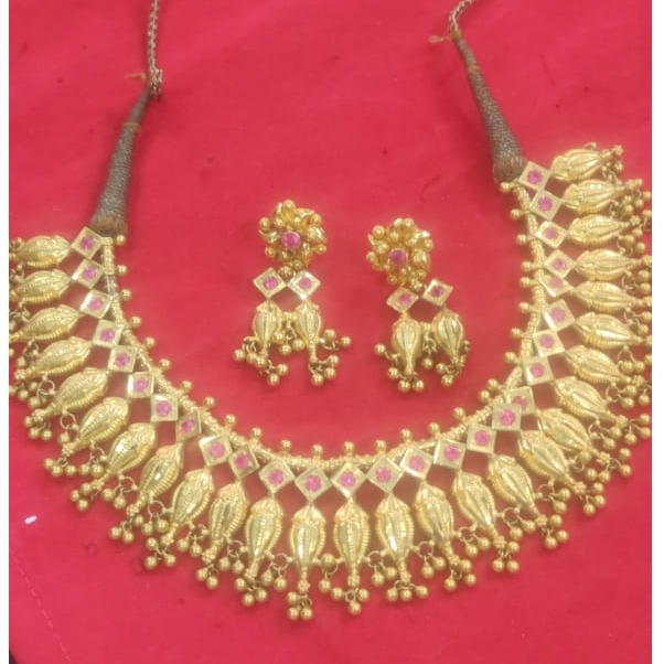 916 gold Hallmark Jadtar Necklace Set