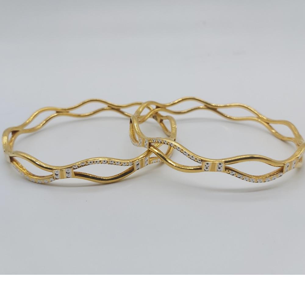 Gold zig zag pattern fashionable diamond bangles