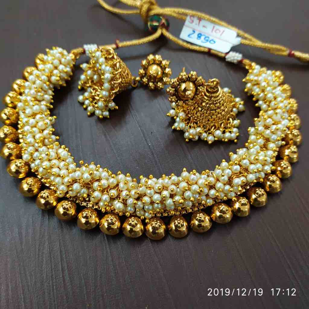 Necklace set with drop pearl