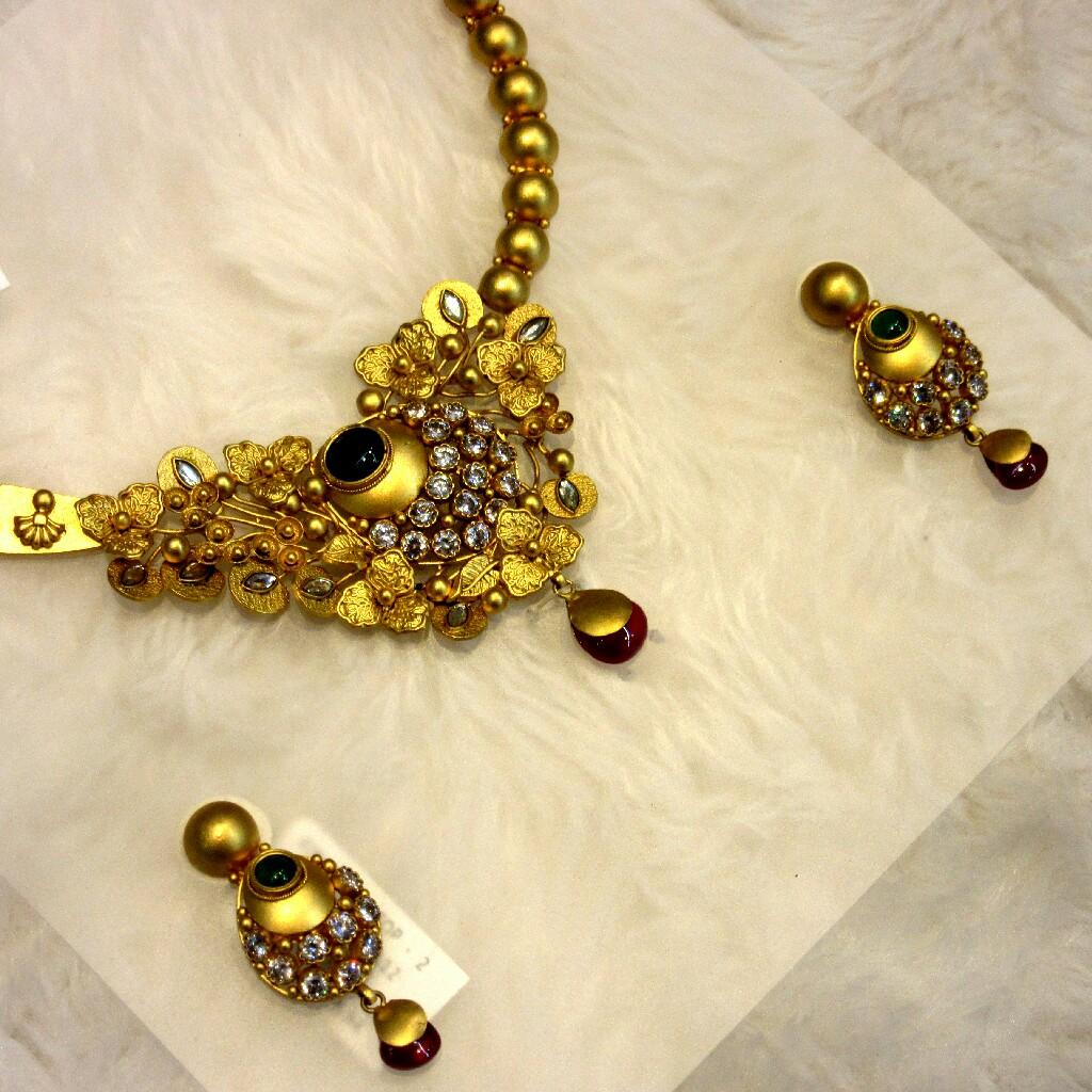 22k Hallmark Jadtar Antique Vine Design Necklace Set
