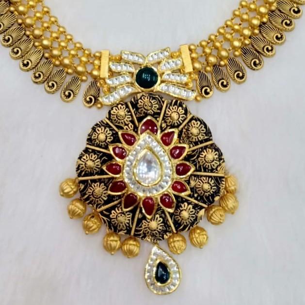 91.6 antique necklace
