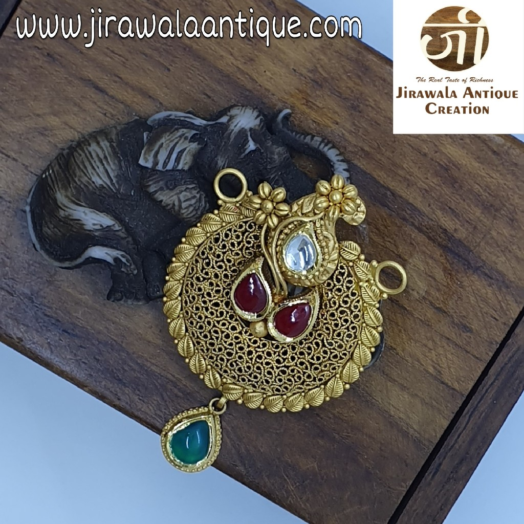 Antique Jadtar Mangalsutra Pendant with Beni work