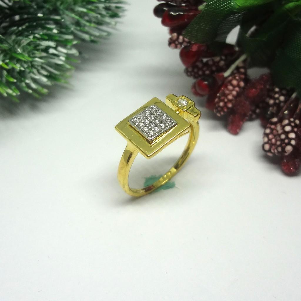 916 Gold Cz Diamond Ladies Ring to