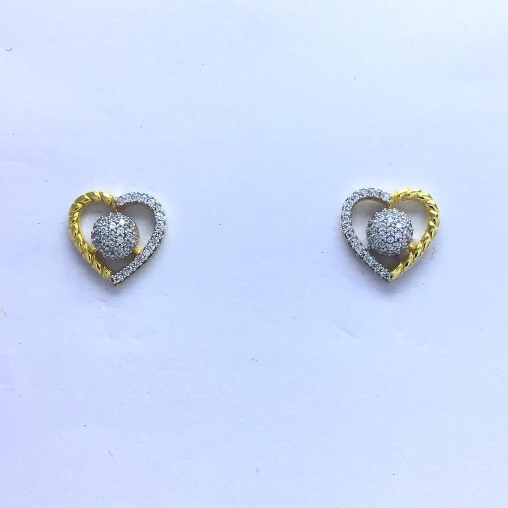 designing heart fancy gold earrings