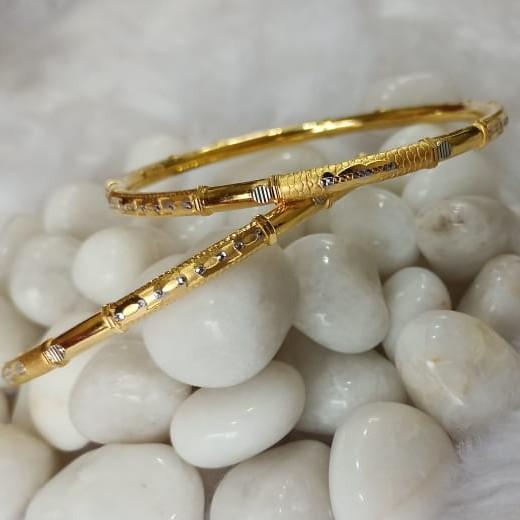 916 Ladies Gold Cooper Bangle SG62