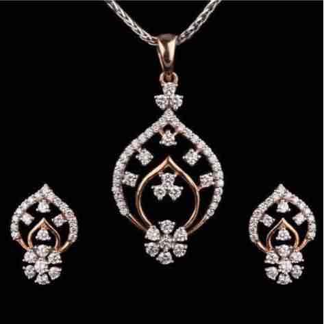 18KT Flower Design Antique Real Diamond Pendant Set