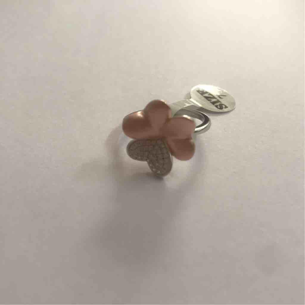 Flower shape ladies ring