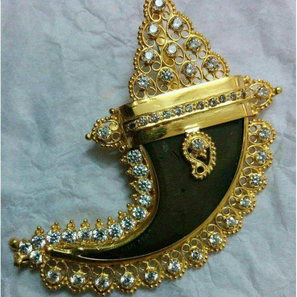 22KT Gold Fancy Artificial Vagh Nakh Pendant