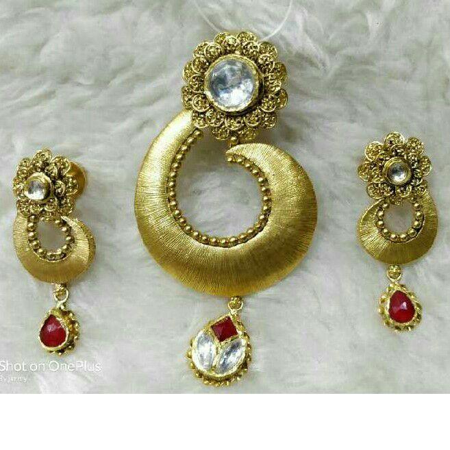 916 Gold Ladies Antique Pendant Set
