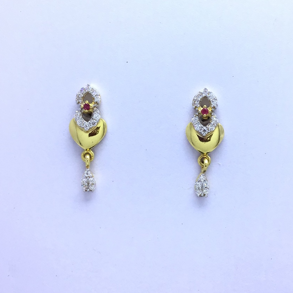 designing fancy heart gold earrings