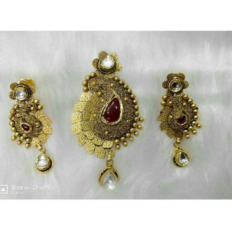 22K/916 Gold Antique Single Naka Pendant Set