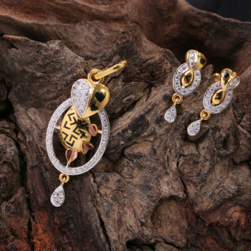 Pendent set by
