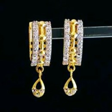 Gold white stone earing by